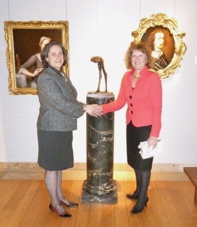 Janice Sacher, former Chairman of Women in the Arts, UK, presents New Bird II by Dame Elisabeth Frink, R.A. to Susan Fisher Sterling, Director, NMWA